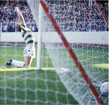 17/10/87 RANGERS V CELTIC (2-2) IBROX - GLASGOW Celtic's Peter G
